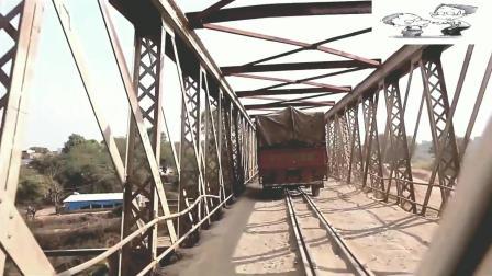 阿三神国度, 火车汽车共用一座桥, 火车都能遇到堵车, 2分40秒处简直把开挂技能开到极致