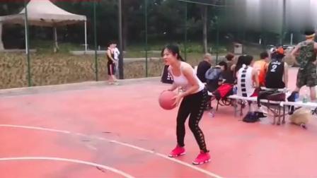 找了一个女朋友, 而且篮球玩这么好还能扣篮