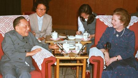 英方: 中国不能在香港驻军! 中方: 中国政府必须驻军香港, 没有任何谈判的余地! ! !
