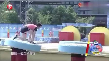 《男生女生向前冲》这个女选手非常灵活, 一瞧就是经常做运动的人