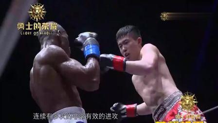 中国小伙对战马库斯不屑, 重拳开轰打晕, 观众沸腾