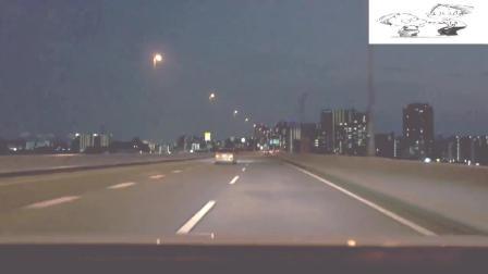 夜间驾驶马自达CX-3在首都高速道行驶