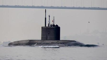 俄军2艘潜艇现身黑海乌军不甘示弱发射导弹