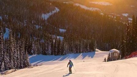 《50山峰加拿大站》太阳峰下