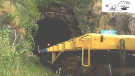 这么窄的隧道都能通火车, 这修建技术真是厉害!