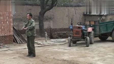 农民武者在练通背拳, 运拳如抽鞭!