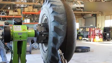 实心的轮胎要怎么和轮毂分离开, 看看这机器的暴力拆解