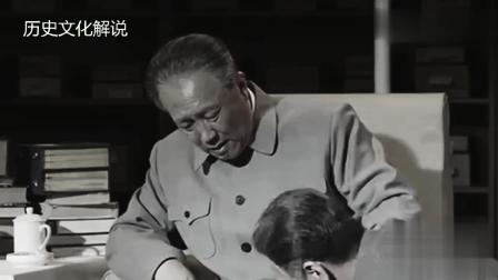 令人心疼: 身患重病的毛主席接见尼克松, 医生在旁待命, 周总理亲自为主席穿鞋并整理衣服!