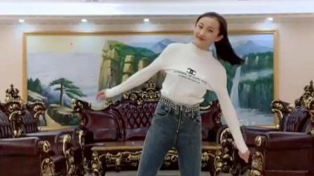 爽儿小姐姐开播了, 这个舞蹈看过吗? 小姐姐的白靴和地板太搭了