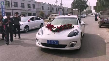 农村小伙结婚, 新娘还没下车伴娘就成功抢镜了, 太漂亮了!