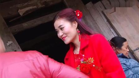 去湖南农村接亲, 新娘子正迎面走来, 好漂亮, 好漂亮