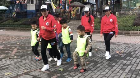 5岁小男孩学跳鬼步舞, 标准动作慢慢练习, 每天坚持10分钟进步快