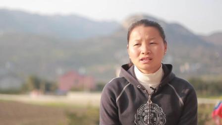 农村28岁年轻美女在家照顾7位老人, 可是她却被无情抛弃!