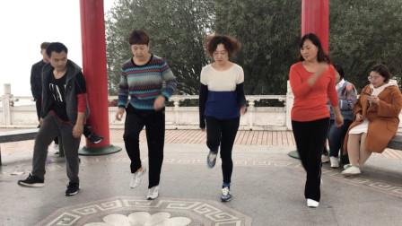 鬼步舞《三连三》, 跳起来既简单又炫酷, 不信你自己看