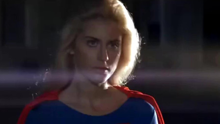 女超人碰2个坏人后搞笑一幕