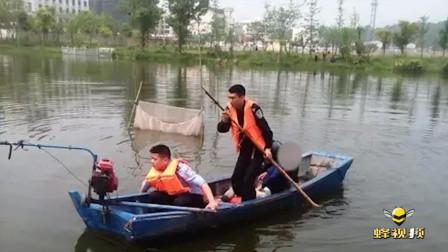 """湖北荆州公园池塘里""""浮尸""""忽然动了一下 民警看到后立马跳下水"""
