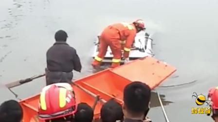 湖北荆门一小车失控冲进河 司机不幸溺水身亡