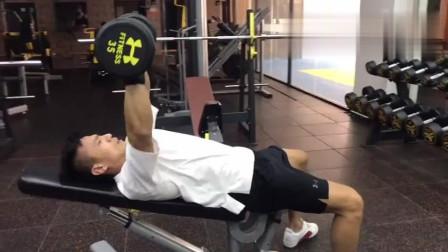 适合健身新手的练胸动作, 想练胸肌的小伙伴不妨试试