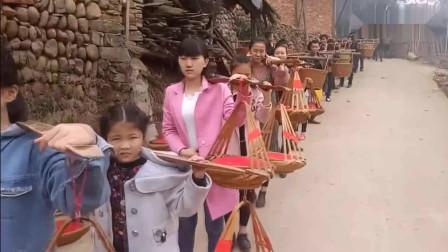 广西三江侗族结婚送礼风俗, 场面就像在拍美国大片