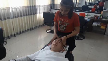 小伙独闯越南理发店, 体验越式按摩, 看着就舒服