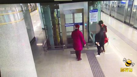 暖心! 湖北武汉一孕妇贫血昏倒 地铁工作人员热心帮助