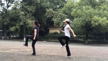 鬼步舞虽然看着简单, 但是学起来还真不容易, 坚持每天练才能成功
