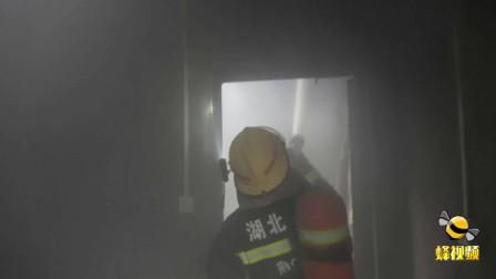 后怕! 湖北荆门一户主大意引发民房起火