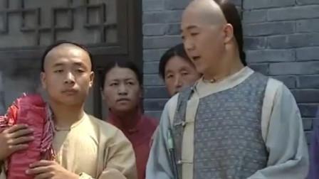 纪晓岚使坏, 偷偷拿大烟袋点人家的鞭炮, 破坏了营救计划