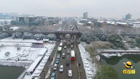 湖北荆州 大雪映古城 城墙美如画!