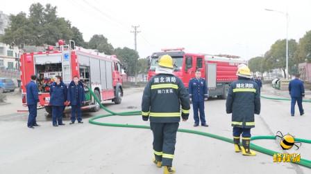 湖北荆门 油罐车发生泄漏 消防紧急处置