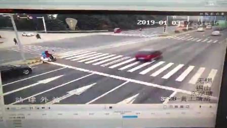 以下视频很恐怖, 胆小勿点! 这种车真的好危险, 一定要远离呵! 亲们