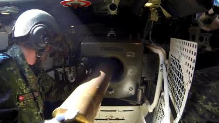 带你进入豹1A5坦克内部, 空间十分狭窄 弹壳还要收集起来