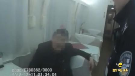 """湖北襄阳 男子酒后火车上""""霸铺""""涉嫌猥亵 殴打警察被拘: 我有得是钱"""