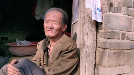 70岁大爷一辈子没盖过新棉被, 平常都盖的什么? 看完一阵心酸