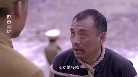 中国老人假意投降, 趁机抽出一把匕首, 直接砍向鬼子! -