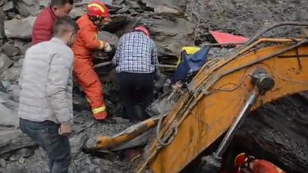湖北十堰 山体滑坡巨石砸烂挖掘机 消防官兵冒险救援