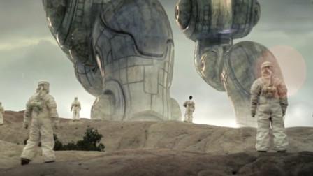 外星人意外降落地球, 身高约有200多米, 不搞破坏, 也不救人