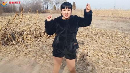 李艳一首歌曲《闯码头》, 清澈的嗓音, 听了回味无穷