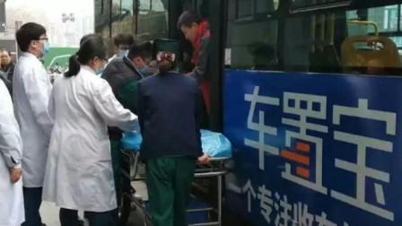 湖北宜昌 一男子公交车上突然吐血 司机乘客协力四分钟急速送医抢救