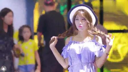 釜山国际汽车展上, 惊现可爱甜美系的车模小姐姐, 真是少见啊