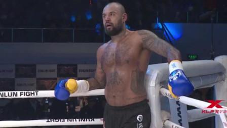 埃及拳手两脚KO对手, 让对手话都说不清楚, 裁判扶下擂台