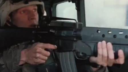 一部火力相当猛的战争片, 坦克开路, 重机枪疯狂扫射, 见人就狙击