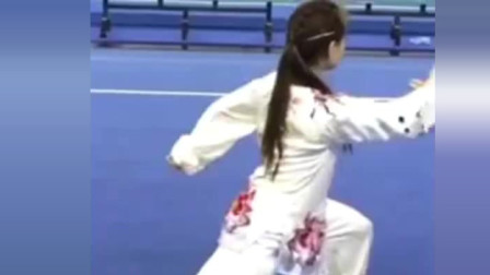 雷雷 闫芳靠边站, 这位美女打的才是真正的太极拳