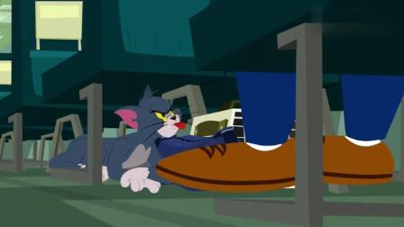 汤姆猫和巨狗被拖运, 第一次坐飞机, 两个家伙被吓尿