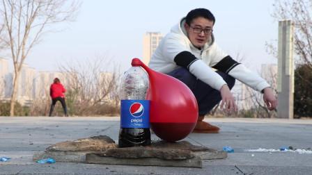 试玩可乐曼妥思的喷泉实验, 很好奇上面套上气球会发生什么