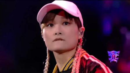 《烎》李宇春表演《流行》