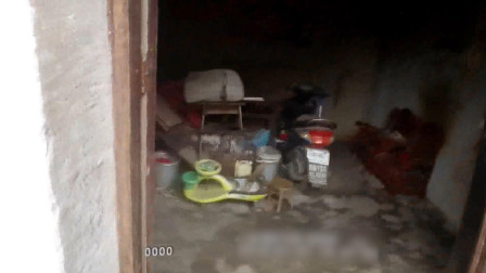 湖北恩施:独居老人烤火中毒昏迷在床 民警两脚踹开门