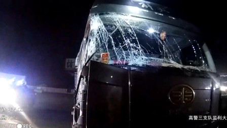 湖北 两车追尾 后车司机狡辩被民警识穿 司机认栽:没毛病