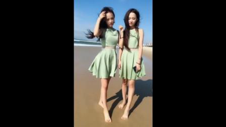 女朋友和表妹海边热舞,真是后悔当然选错了人!