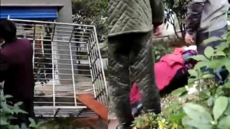 湖南长沙一家政五楼打扫 连人带窗户直接坠下